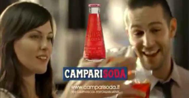 """Lo spot 2008 con la canzone """"L'ora del Campari"""" di Crivel"""