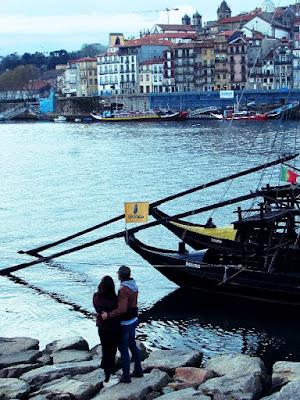 casal olhando para o rio Douro