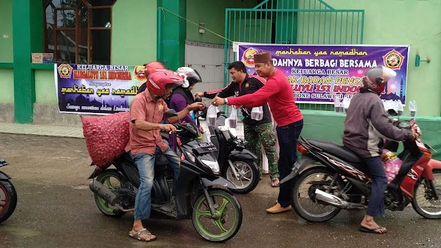 GBP Margaluyu 151 Indonesia Cab Bone Bagi-bagi Takjil di Alun-alun Pasar Sentral Bone