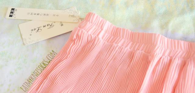 Details on the peach pink pastel pleated chiffon skirt/skort from Dresslink, a cute Korean-style summer fashion essential.
