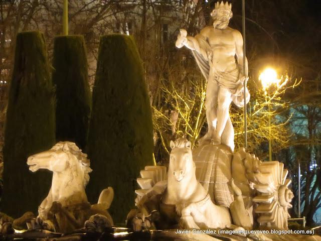 Plaza de Neptuno de Madrid. Foto nocturna