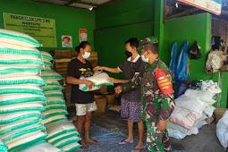 Babinsa Pantau Protokol Kesehatan Dalam Penyaluran BPNT Di Desa Binaan