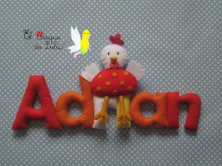 nombre-fieltro-Adrian-gallinita-decoración-infantil-regalo-nacimiento-elbosquedelulu-hechoamanoparati