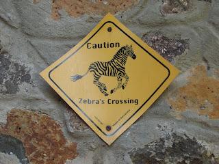 Señal de precaución por el cruce de cebras