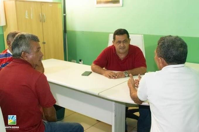 Prefeito eleito Besaliel  reunindo-se com o Secretário de Agricultura, o senhor Josimar Marques da Costa na sede da Secretaria de Agricultura.
