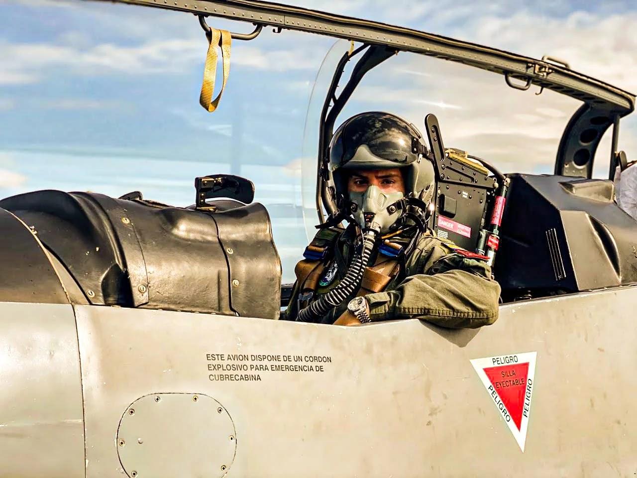 En total son 14 los subtenientes que reciben su formación como alumnos del Escuadrón 212 en estos poderosos equipos