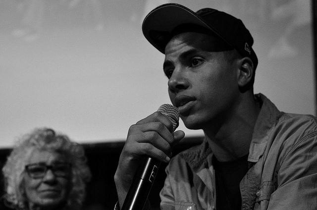 Jovem advogado negro, é abordado pela GCM por estar ouvindo rap, sofre injuria racial e é deixado nu.
