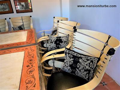 Bordados Artesanales en los Cojines del nuestro Salón Ejecutivo en Pátzcuaro del Hotel Mansión Iturbe