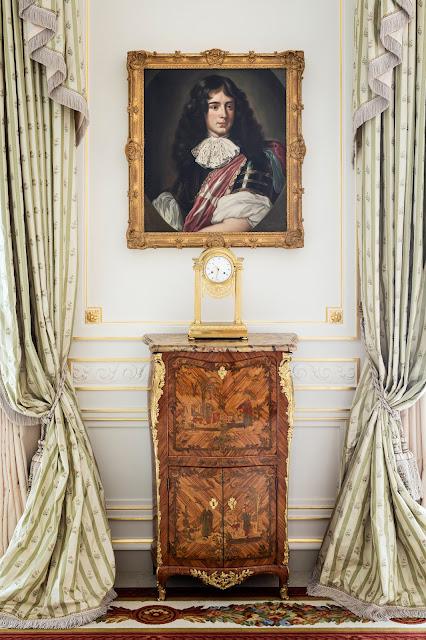 Breathtaking feminine romantic painting in interior renovated Ritz Paris