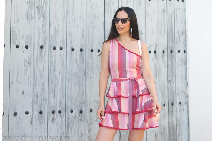Blogger influencer tendencias pelo largo con ideas combinar look con mini vestido