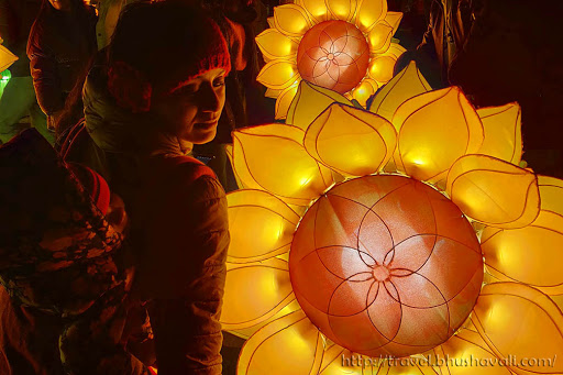 Glow Eindhoven Sunflowers for Vangogh 2019