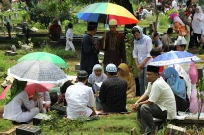 5 Perkara Yang Harus Di Hindari Ketika Ziarah Kubur Tuntunan Syariat