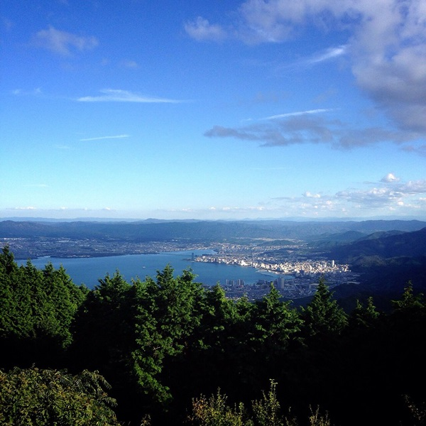 ทะเลสาบบิวะ (Lake Biwa: 琵琶湖)