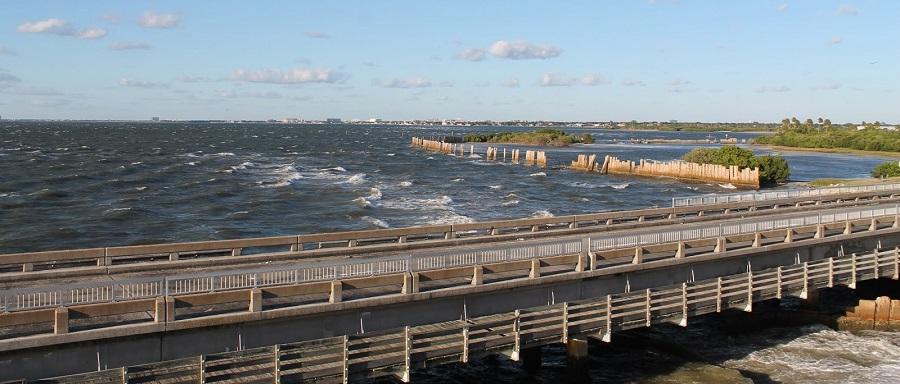 Old Tampa Bay y el viejo Gandy Bridge abandonado