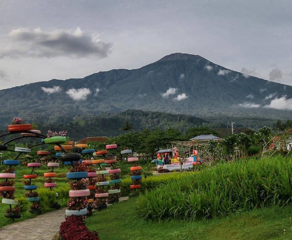 [CoC Regional: Lokasi Wisata] Small World Purwokerto, Berasa Liburan Di Luar