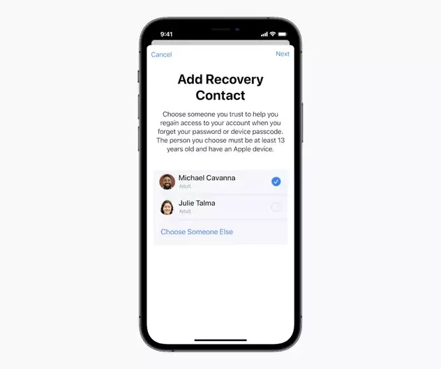 iOS 15 - إضافة جهة اتصال موثوقة