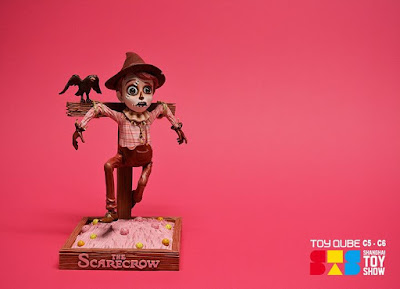 Shanghai Toy Show Exclusive The Scarecrow Pink Edition Resin Figure by Jim McKenzie x ToyQube