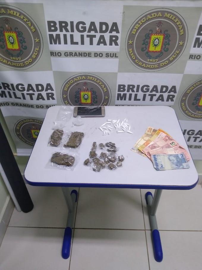 BM realiza prisão e apreensão de menor por tráfico de drogas no bairro Anair em Cachoeirinha