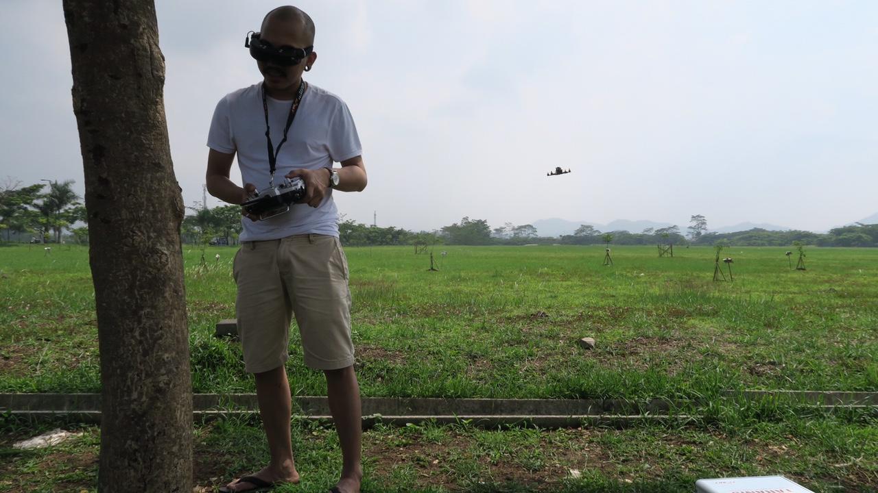 Blog Indonesia Page 4066 Of 4068 Tcash Vaganza 17 Samsung Adaptor Fast Charging Kualitas Original Putih Ini Gue Nggak Lagi Ngobrol Sama Pohon Tapi Merhatiin Rute Drone Pake Goggle