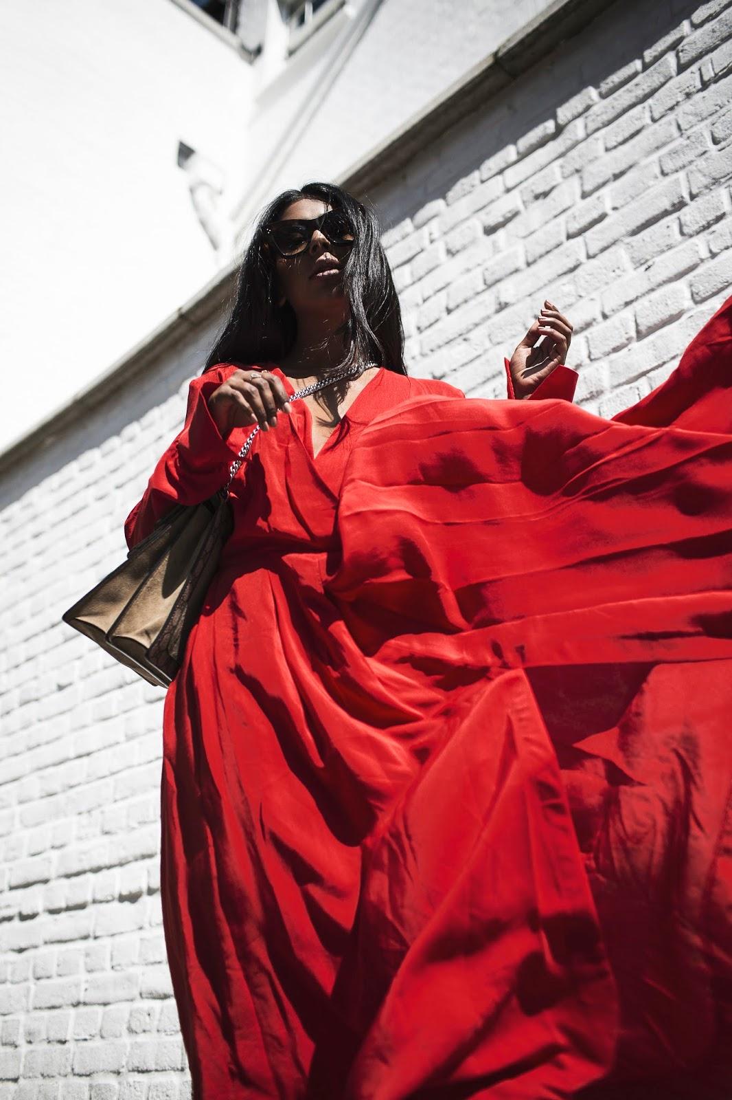 OVERSIZED RED DRESS