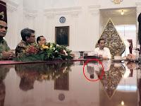 Heboh, Bayangan Misterius Saat Jokowi Terima Madame Tussaud