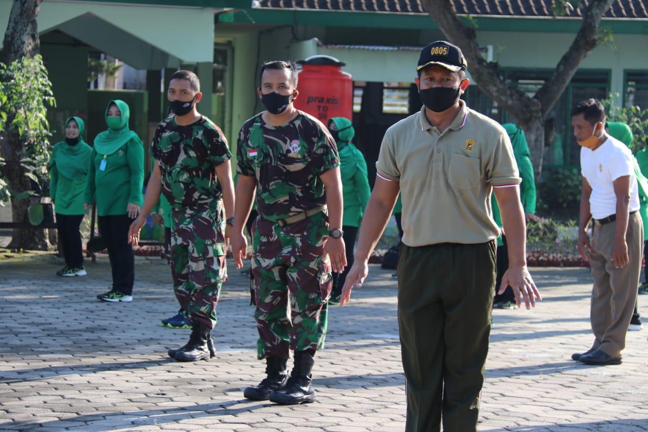 Jaga Kebugaran Tubuh, Dandim Ngawi Bersama Anggota Dan Persit KCK Cabang XIX Kodim Ngawi Senam Bersama