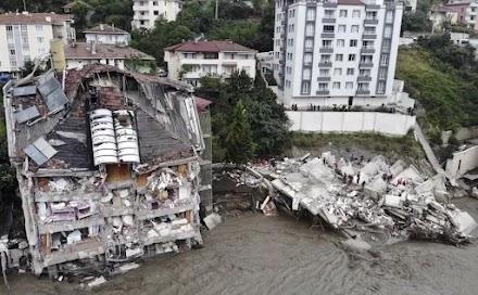 Εικόνες αποκάλυψης στην Τουρκία: 40 νεκροί από τις πλημμύρες
