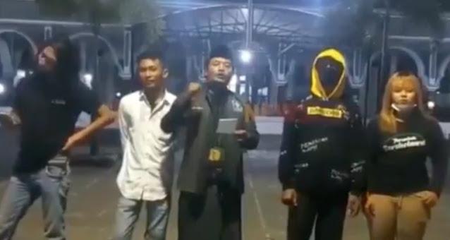 Pemuda Ini Viral Karena Menolak Penutupan Masjid Bahkan Siap Perang