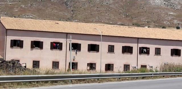 """Siculiana, migranti all'ex """"Villa Sikania"""": ordinanza del Sindaco Lauricella"""