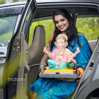 Pose With Bappa In Car