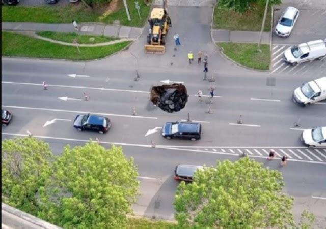 Beszakadt az aszfalt a Böszörményi úton, jobb, ha nem autózunk most arra