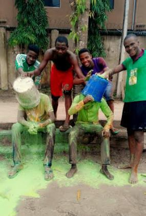 Students Pour Paint On Two UNIZIK Graduates (Photos) -