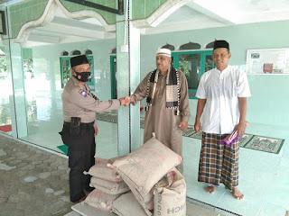 Sat Binmas Polres Lingga berikan bantuan Semen untuk Masjid Miftahul Jannah