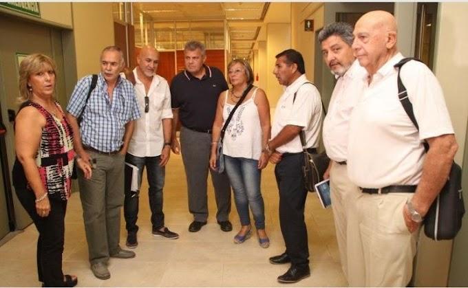 EN SAN JUAN RESPONDEN AL LLAMADO ANTI MACRI Y NO HACEN CASO AL GOBIERNO LOS DOCENTES