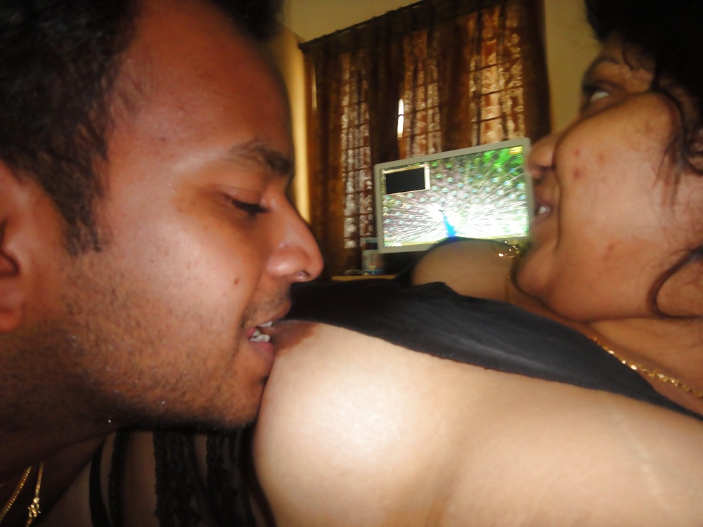 Online Leaked Photos Of Horny Tamil Girl Boobs Sucked By Lover