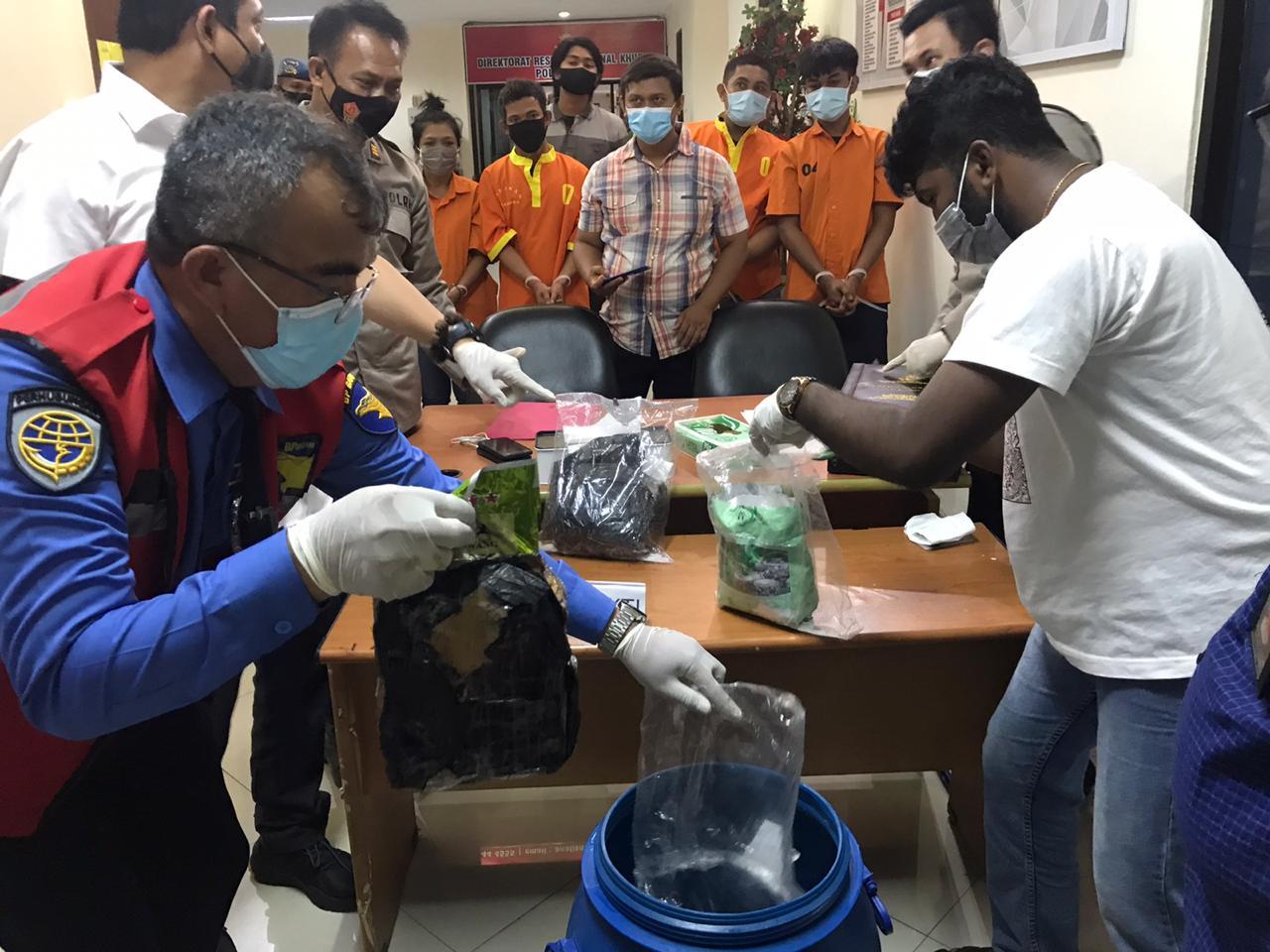 Ditresnarkoba Polda Kepri Musnahkan 3.138,6 Gram Sabu Yang Diamankan Dari 4 Tersangka
