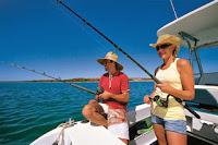 5 ide kencan seru Bersama Pasangan Memancing Ikan Bersama