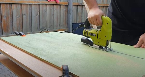 Cut Plywood using a Jigsaw