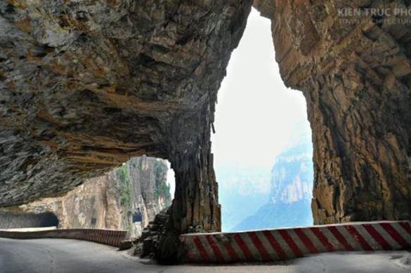 Đường xuyên vách núi ở Sơn Tây
