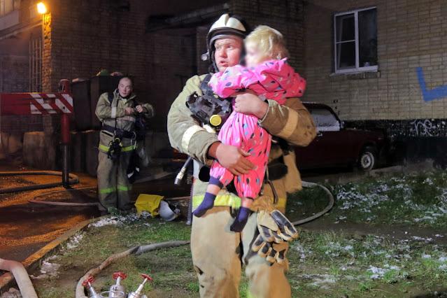 Алексей Фокин спас 3 человек из горящего дома