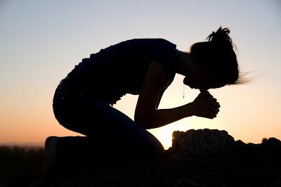 Resultado de imagem para PEOPLE IN PRAYING