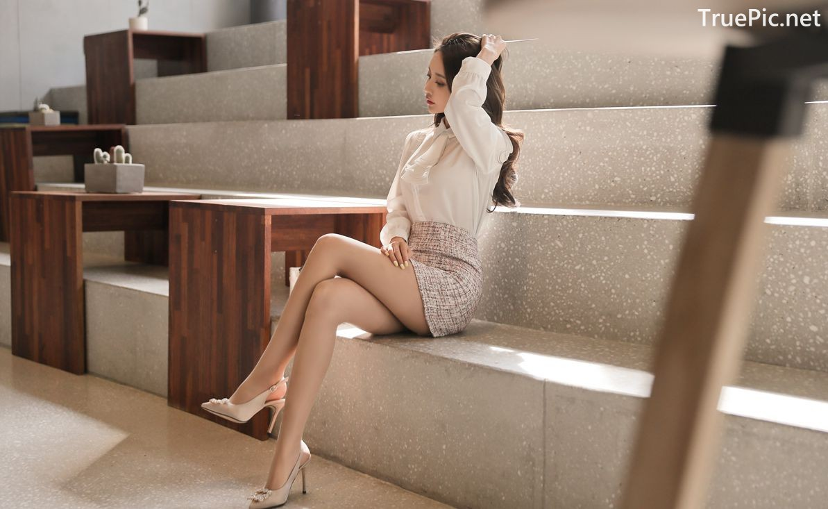 Image-Hot-Korean-Fashion-Model-Son-Yoon-Joo-She-So-Lovely-With-Miniskirt-TruePic.net- Picture-4