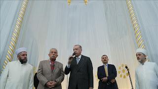 أردوغان ينصح الأتراك: لامصافحة ولا معانقة هذه الأيام