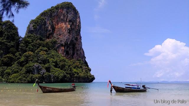 Barcas típicas en la playas tailandesas (Krabi)