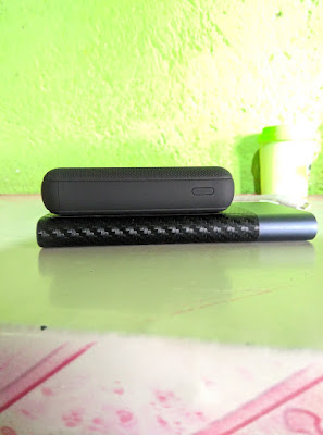 review uneed compactbox 10 dengan xiaomi powerbank