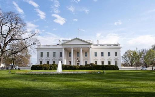 Casa Branca: Quem deixou Nova York deve se auto-colocar em quarentena.