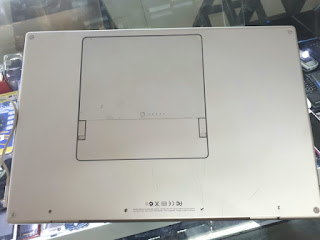 "Laptop MacBook Pro 2008 Core2 Duo 2.4GHz 17"" RAM 4GB HDD 500GB Kondisi Bekas"