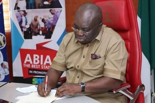 Governor Ikpeazu Suspends His Chief Of Staff After Spraying Money On Odumeje (Watch Video)