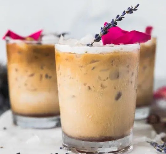 ROSE LAVENDER HONEY ICED LATTES #drinks #summerdrink