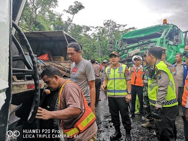 Bus Rombongan Bidan Terlibat Kecelakaan Dengan Truk Kontainer, 46 Luka-Luka